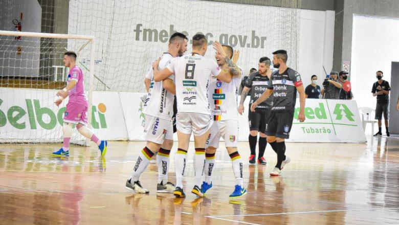 Blumenau Futsal vence Tubarão e se classifica para semifinal do Estadual