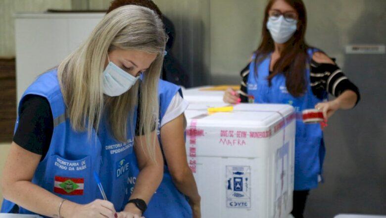 Santa Catarina recebe mais 21,6 mil doses da Coronavac