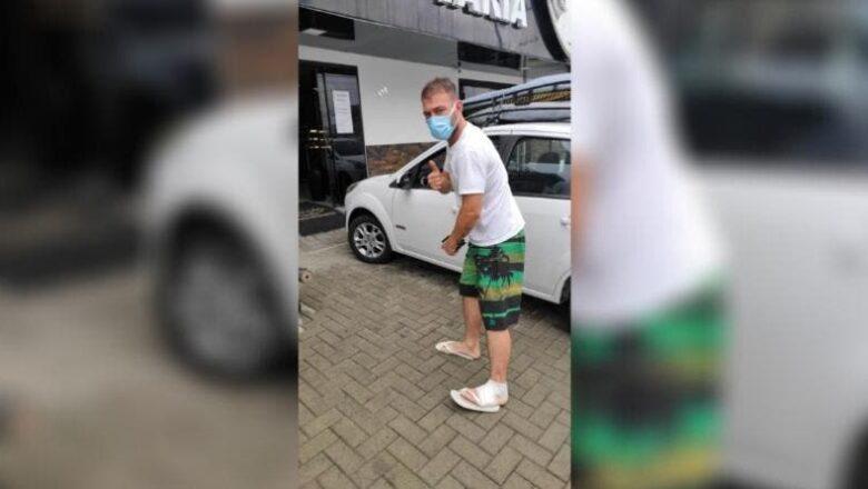 Surfista levou uma mordida de um tubarão-mangona em Navegantes